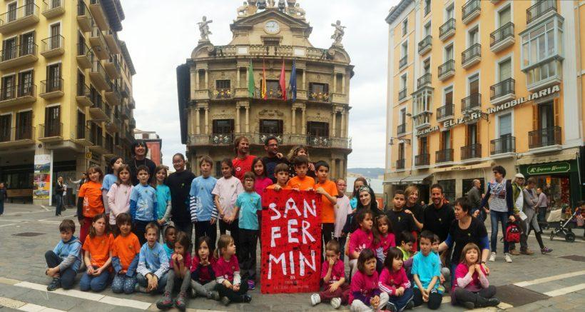 Los alumnos del colegio de Buztintxuri ganadores del Cartel de Sanfermin 2016